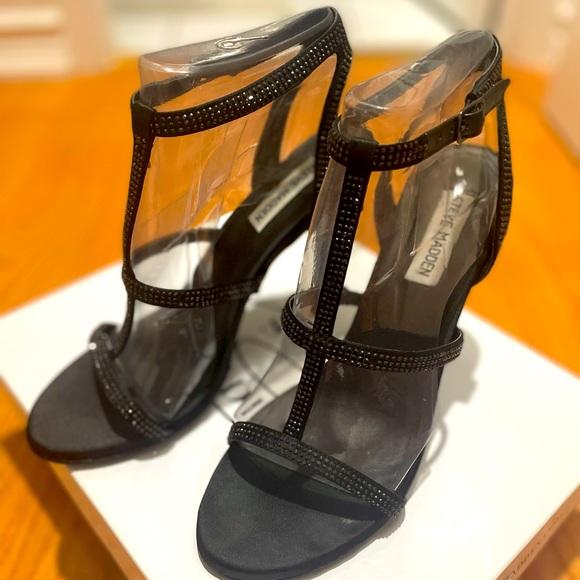 Steve Madden black strapped Heels, size 9